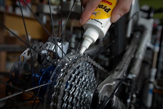Смазывание велосипедной цепи после чистки